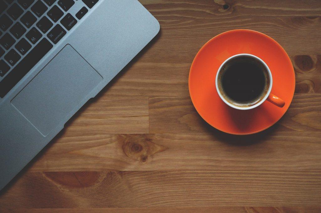 Koffie drinken uit de ideale koffiemachine